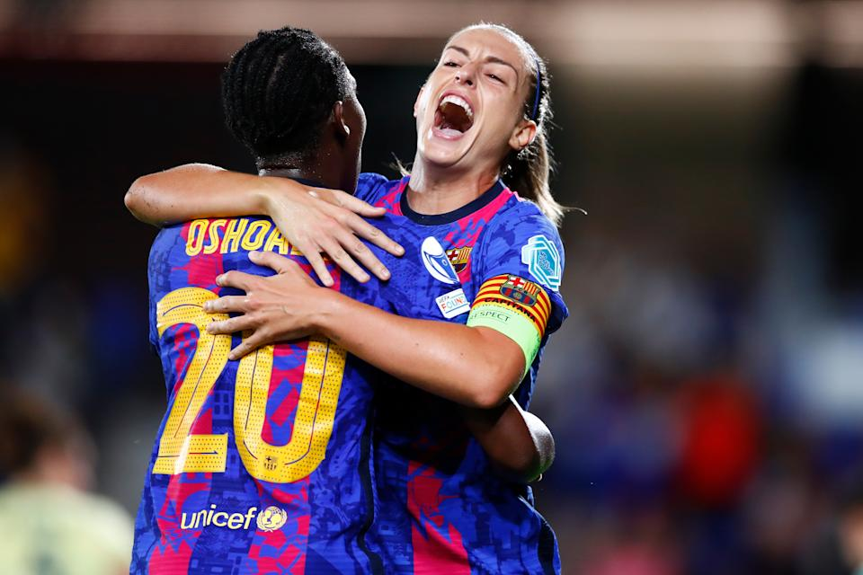 BARCELONA, SPAIN - OCTOBER 05: Alexia Putellas of FC Barcelona celebrates scoring the second goal during the UEFA Women's Champions League group C match between FC Barcelona and Arsenal WFC at Estadi Johan Cruyff on October 05, 2021 in Barcelona, Spain. (Photo by Eric Alonso/Getty Images)