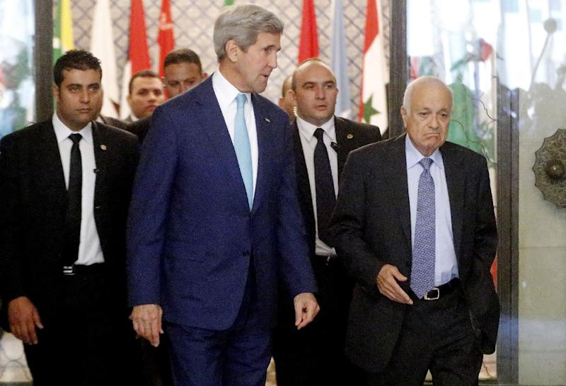 US Secretary of State John Kerry (C) and Arab League chief Nabil al-Arabi (R) arrive for a meeting in the Egyptian capital Cairo on July 22, 2014 (AFP Photo/)