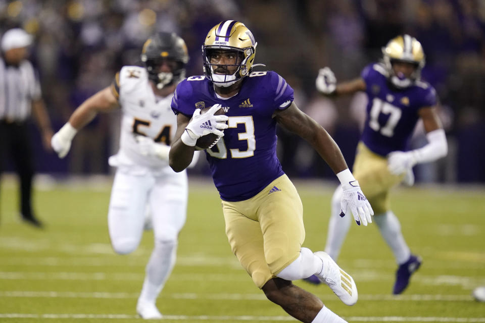Washington's Devin Culp (83) runs with the ball after a pass reception against California in the first half of an NCAA college football game Saturday, Sept. 25, 2021, in Seattle. (AP Photo/Elaine Thompson)