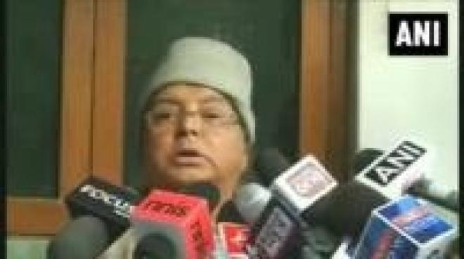 Lalu Prasad Yadav suffers minor injuries after falling from stage
