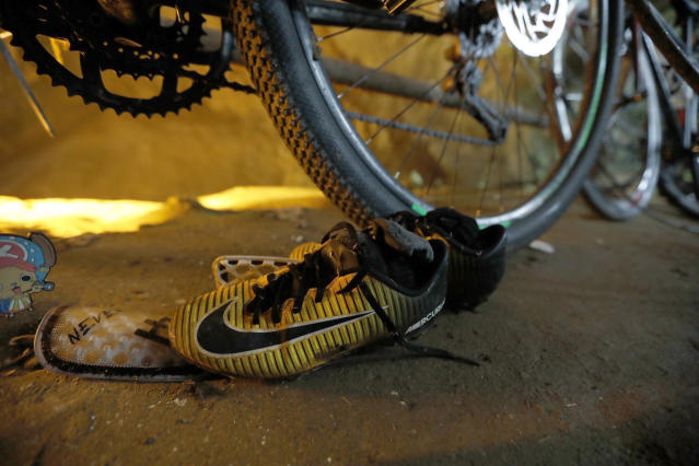 <p>Soccer shoes and bicycles left by a group of missing boys are seen at the entrance of a deep cave in Chiang Rai Province, northern Thailand, on June 25, 2018. Officials say multiple attempts to locate the 12 boys and their soccer coach missing in a flooded cave in northern Thailand for nearly two days have failed, but they will keep trying. (Photo: Thai News pix via AP) </p>
