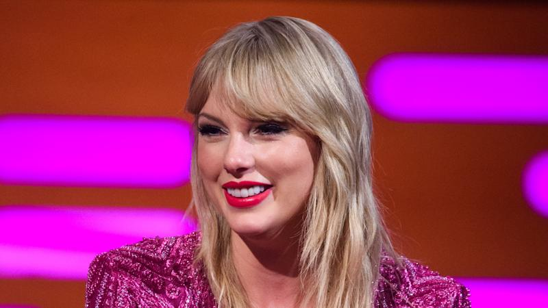 Taylor Swift gives money to fans who are struggling in coronavirus crisis