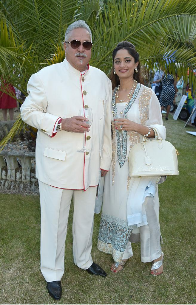 In May, 2018, the 62-year-old businessman announced that he is planning on marrying his current partner Pinky Lalwani (38 years) who was 'always by his side in all his ups and downs'. Vijay Mallya met Lalwani in 2011 when he offered her a job as an air hostess in Kingfisher Airlines. They gradually became friends which turned into love. The two were often spotted together at various events and were reportedly in a live-in relationship, ever since they started dating. The couple was reported to be staying together in Mallya's mansion in Hertfordshire, near London.