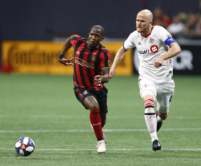 Atlanta United midfielder Darlington Nagbe, left, and Toronto FC midfielder Michael Bradley chase the ball during the first half of an MLS soccer match in Atlanta on Wednesday, May 8, 2019. (AP Photo/Mike Zarrilli)