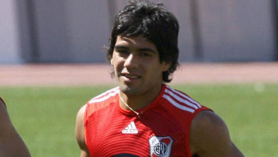<p>Radamel Falcao had his signature sleek locks cut when he joined Chelsea in 2015, and for as long as he's been in Europe, the Colombian has never had a hair out of place.</p> <br /><p>That wasn't quite the case during his early days at River Plate when it was a bit of messy mop that covered the deadly striker's head.</p>