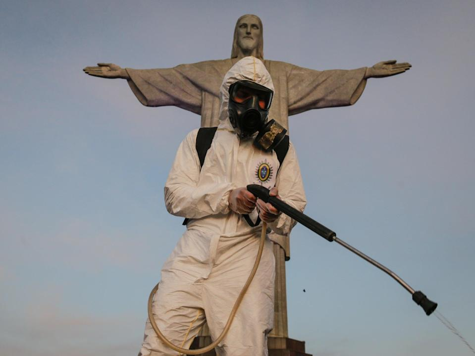 Brazilian workers disinfect sanctuary of Christ the Redeemer (Getty Images)