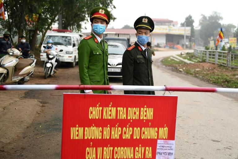 Checkpoints have been set up around Son Loi farming region near Hanoi after six cases of the deadly new coronavirus were found there
