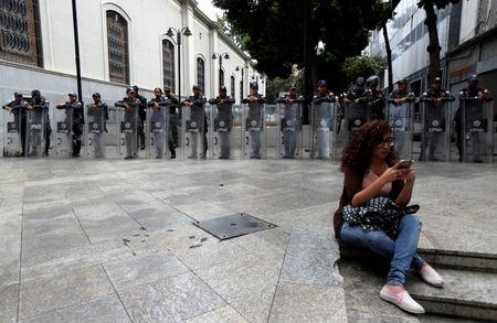 Security forces members stand guard near the National Assembly building in Caracas, Venezuela, May 14, 2019. REUTERS/Ivan Alvarado