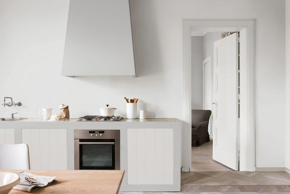 """<p>When we think of a feature or accent wall we tend to think in terms of a darker or bold contrast to the other lighter walls in your room, but 21 per cent of top posts show that a plain white feature wall can really stand out against other walls of differing colours or shades. </p><p>The beauty of <a href=""""https://www.housebeautiful.com/uk/decorate/looks/a36342821/white-paint/"""" rel=""""nofollow noopener"""" target=""""_blank"""" data-ylk=""""slk:white paints"""" class=""""link rapid-noclick-resp"""">white paints</a> is that they really do go with anything. Whether your other walls are pastel blues or deep plum, a plain white feature wall will always make a statement.</p>"""
