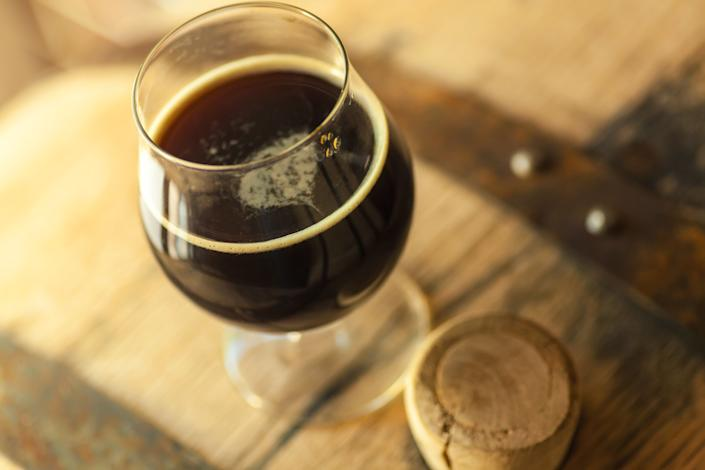 """<strong>Flavor:</strong>Mild with notes of roasted grains, chocolate and toffee.<br /><br /><strong>Color:</strong> Very dark, almost opaque.<br /><br /><strong>Strength:</strong>4-7.5 percent ABV<br /><br /><strong>Fun Fact:</strong> Porters had almost gone out of style, being taken over by stouts, until Anchor Brewing Company <a href=""""https://www.anchorbrewing.com/blog/porter-the-entire-history/"""" target=""""_blank"""">brought it back in the '70s</a>when it began to brew it again.It was the first American brewery to brew a porter post prohibition."""