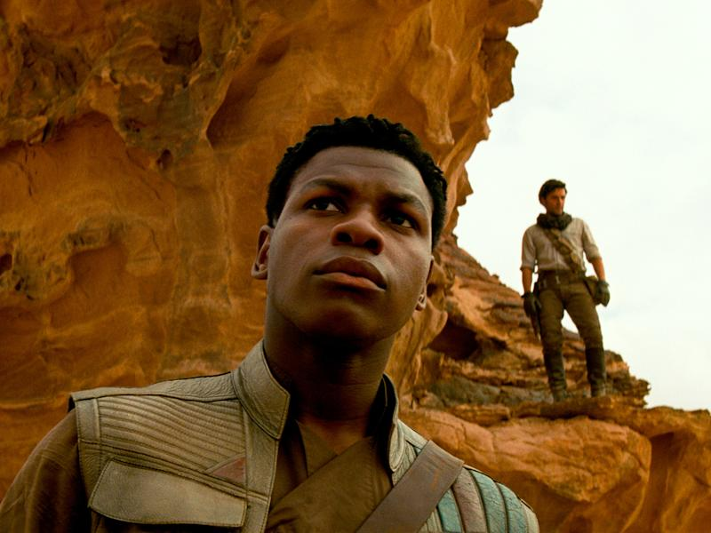 "Finn (John Boyega, l.) und Poe Dameron (Oscar Isaac) in ""Star Wars: Der Aufstieg Skywalkers"" (Bild: 2019 ILM and Lucasfilm Ltd. All Rights Reserved.)"