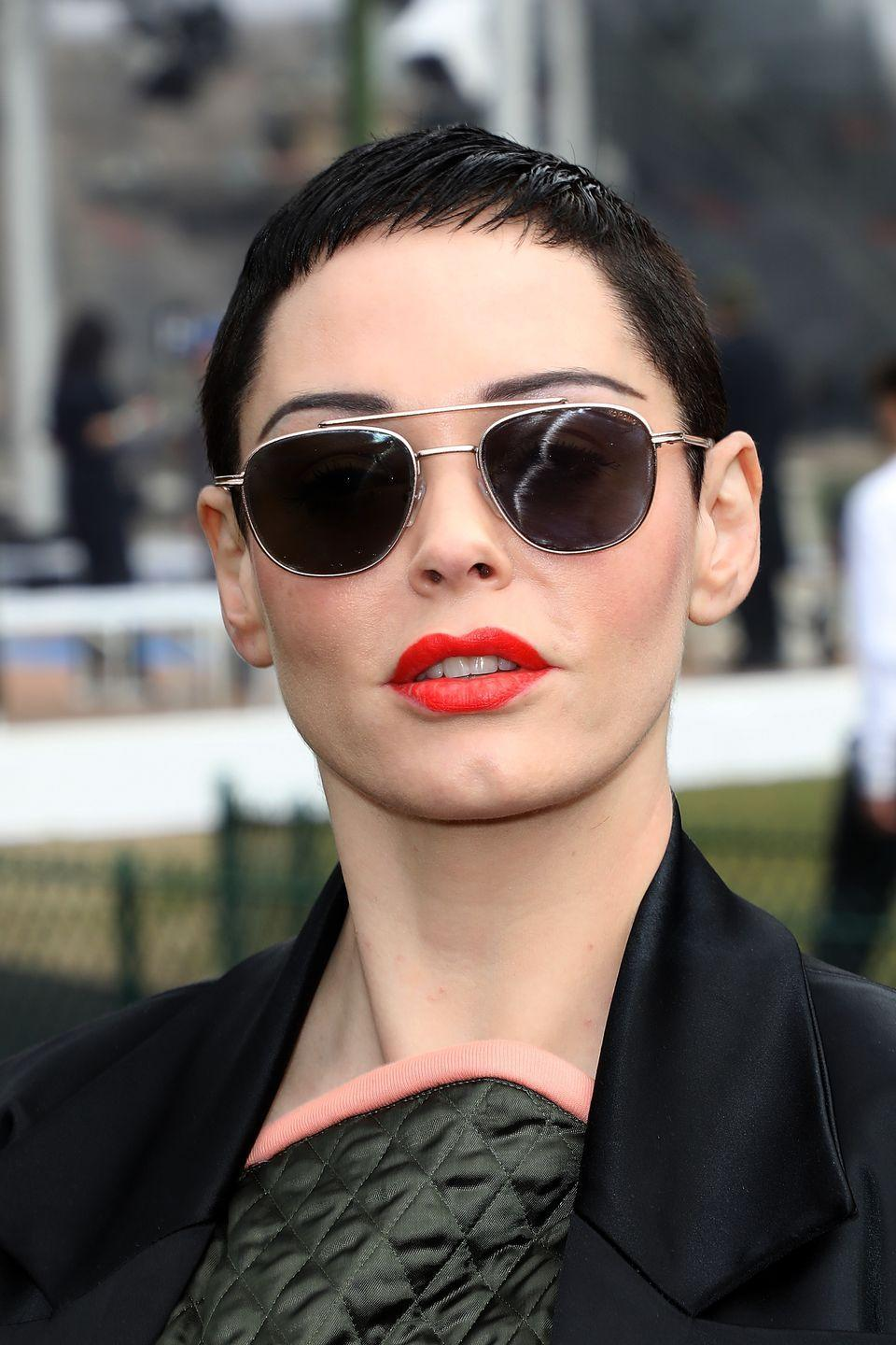 <p>This dark, super short pixie creates a perfect frame to show off Rose McGowan's face. </p>