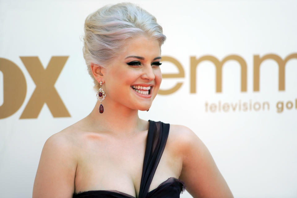 Kelly Osbourne arrives at the 63rd Primetime Emmy Awards on Sunday, Sept. 18, 2011 in Los Angeles. (AP Photo/Chris Pizzello)