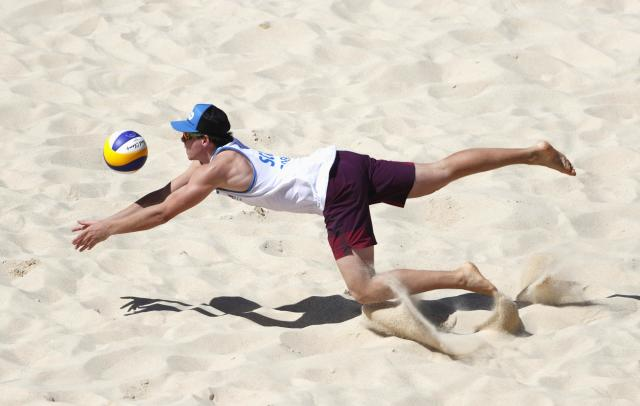 Beach Volleyball - Gold Coast 2018 Commonwealth Games - Men Preliminary - Pool B - Scotland v Sri Lanka - Coolangatta Beachfront - Gold Coast, Australia - April 6, 2018. Seain Cook of Scotland dives for the ball. REUTERS/Paul Childs