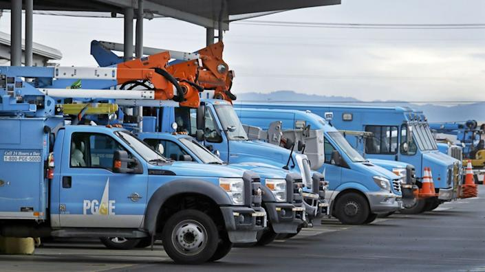 "Pacific Gas & Electric vehicles at a PG&E service center in Oakland in 2019. <span class=""copyright"">(Ben Margot / Associated Press)</span>"