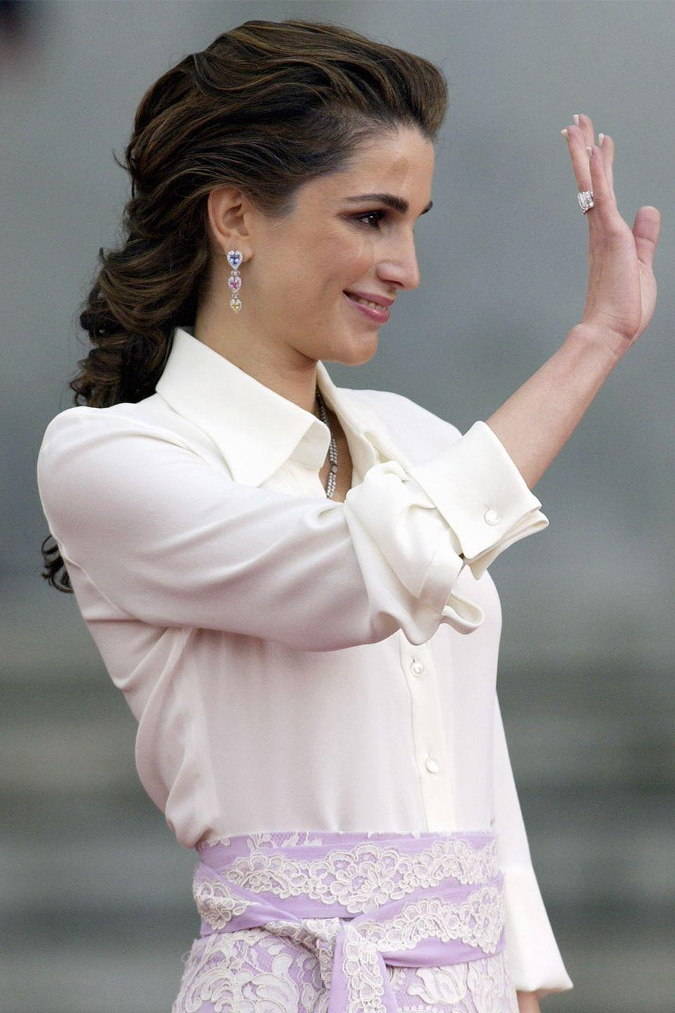<p>Queen Rania's low and loose braid in 2004.</p>