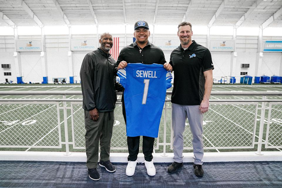 Offensive tackle Penei Sewell with Detroit Lions general manager Brad Holmes, left, and head coach Dan Campbell right, May 1, 2021.