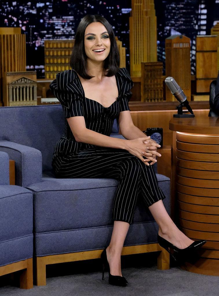 <p>On 30 July, Mila Kunis debuted a slick new bob on 'The Tonight Show' in New York. BRB, off to the hairdresser's. [Photo: Getty] </p>