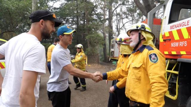 Australia cricketers Tim Paine and Nathan Lyon visit areas devastated by bushfires in Southern Highlands
