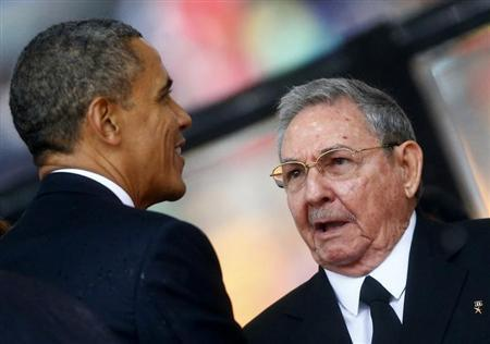 US President Obama greets Cuban President Castro at the memorial service for Nelson Mandela in Johannesburg