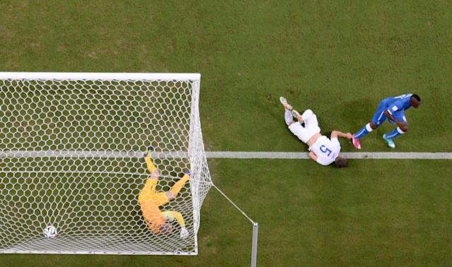 Italy's Mario Balotelli, right, scores his side's 2nd goal past England's goalkeeper Joe Hart, left, during the group D World Cup soccer match between England and Italy at the Arena da Amazonia in Manaus, Brazil, Saturday, June 14, 2014. (AP Photo/Francois Xavier Marit, pool)