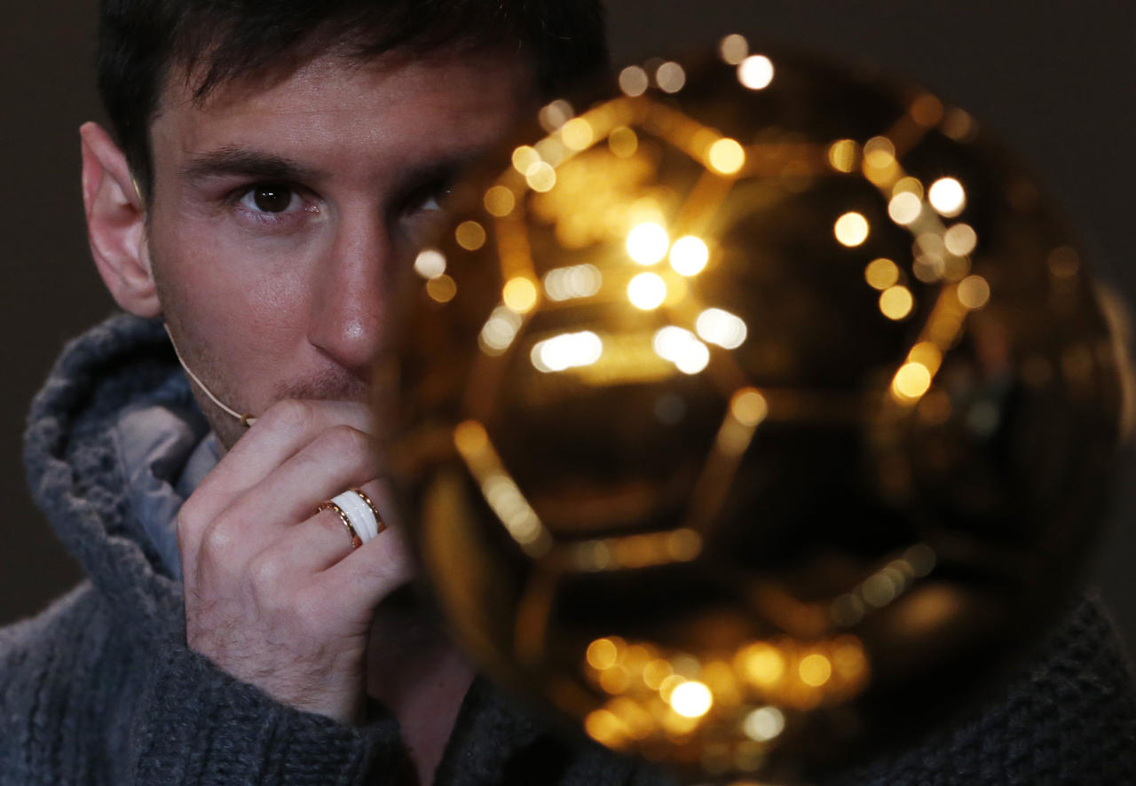 FIFA Men's Ballon d'Or of the Year 2012 nominee Lionel Messi of Argentina looks at the trophy during a news conference before the FIFA Ballon d'Or 2012 soccer awards ceremony at the Kongresshaus in Zurich January 7, 2013. REUTERS/Michael Buholzer (SWITZERLAND - Tags: SPORT SOCCER TPX IMAGES OF THE DAY)