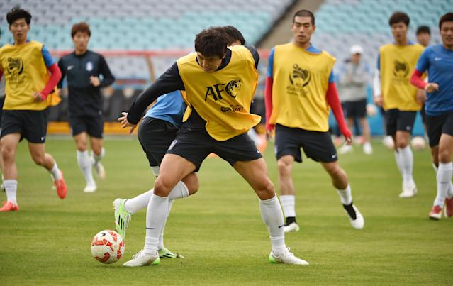 South Korean players train ahead of their AFC Asian Cup final football match against Australia in Sydney on January 30, 2015 (AFP Photo/Peter Parks)