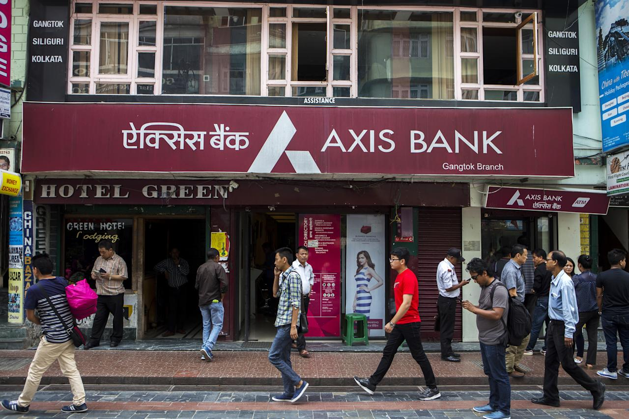 <p>Rank 15. Axis Bank, Brand's value improved by 4% over 2016, Brand Value: Rs 10,588 crore<br /><br /></p>