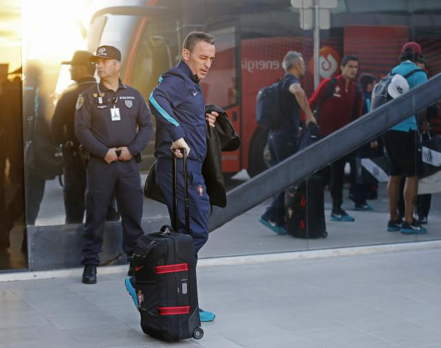 Portugal's national soccer coach Paulo Bento (2nd L) arrives from the 2014 World Cup in Brazil with the team, at Lisbon airport June 28, 2014. REUTERS/Hugo Correia (PORTUGAL - Tags: SPORT SOCCER WORLD CUP)