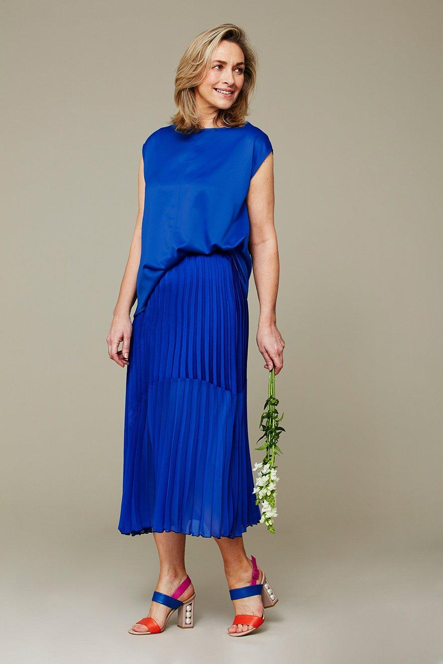 The Contrast Hem Pleated Skirt can now be pre-ordered. (Hope Fashion)