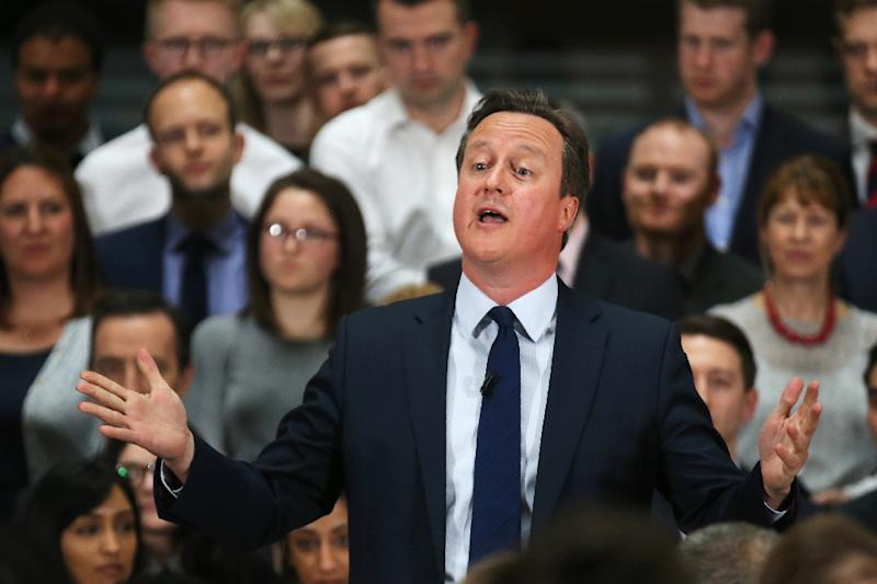 Britain's Prime Minister David Cameron speaks on the forthcoming European Union referendum with staff of PricewaterhouseCoopers in Birmingham, central England, on April 5, 2016 (AFP Photo/Christopher Furlong)