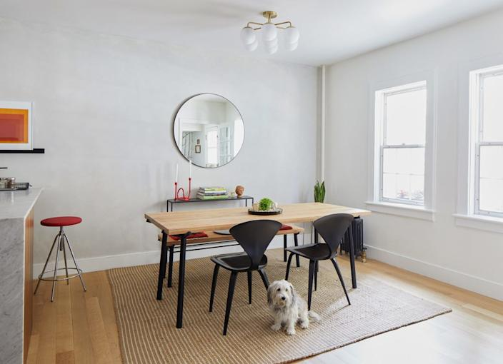 """<div class=""""caption""""> The <a href=""""https://fave.co/2T7Y0Zv"""" rel=""""nofollow noopener"""" target=""""_blank"""" data-ylk=""""slk:wood dining table"""" class=""""link rapid-noclick-resp"""">wood dining table</a> has a fun sculptural element with the powder-coated steel legs. Similarly, the <a href=""""https://fave.co/2PvfxbT"""" rel=""""nofollow noopener"""" target=""""_blank"""" data-ylk=""""slk:dining chairs"""" class=""""link rapid-noclick-resp"""">dining chairs</a>, designed by Norman Cherner, are unobtrusive but still have a dramatic sculptural beauty. </div>"""
