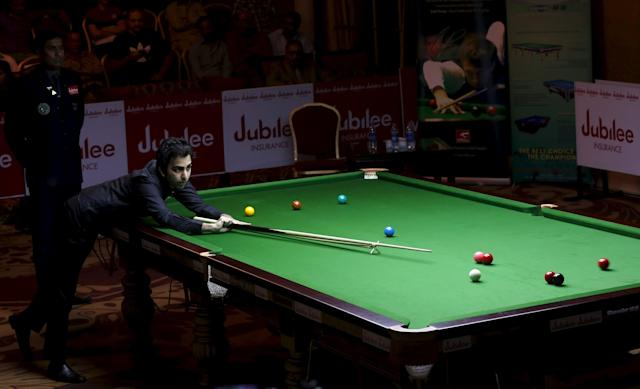 India's Pankaj Advani plays a shot during his snooker match against China's Yan Bingtao during the IBSF World 6 Red Snooker Championships in Karachi, Pakistan, August 11, 2015. REUTERS/Akhtar Soomro