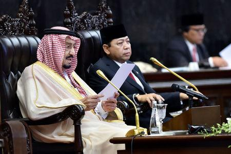 King Salman of Saudi Arabia (L) addresses parliament as Speaker of the House Setya Novanto looks in Jakarta, Indonesia March 2, 2017 in this photo taken by Antara Foto.  Antara Foto/Wahyu Putro A / via REUTERS