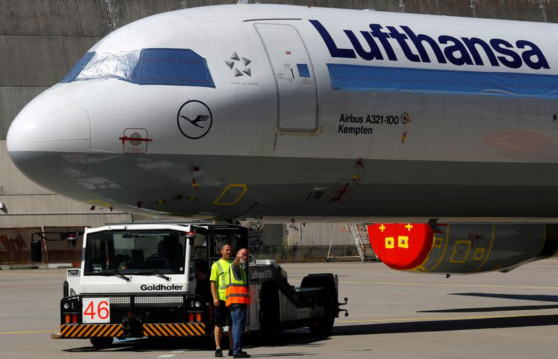Lufthansa cabin crew union members back cost cut deal