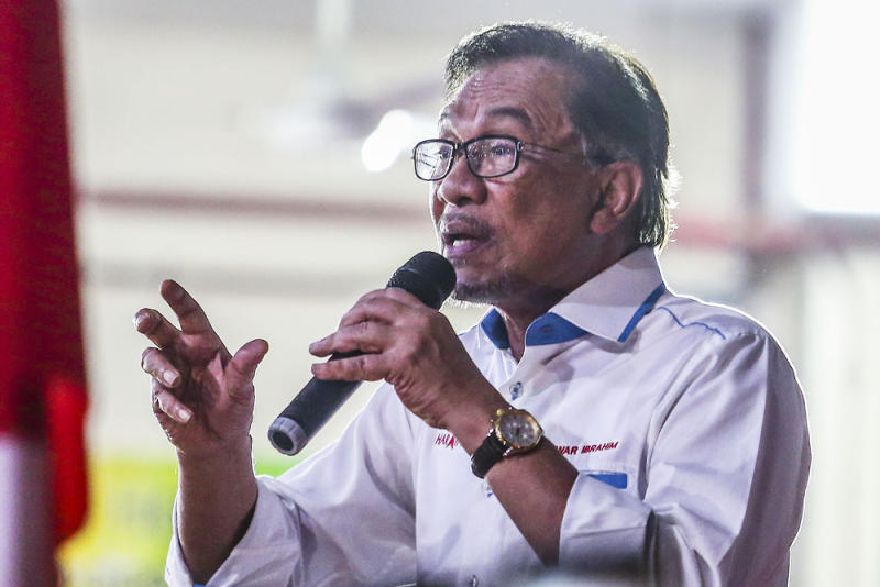 PKR president Datuk Seri Anwar Ibrahim said PKR will campaign in the Sarawak state election due in 2021 on eradicating corruption and abuse of power. — Picture by Hari Anggara