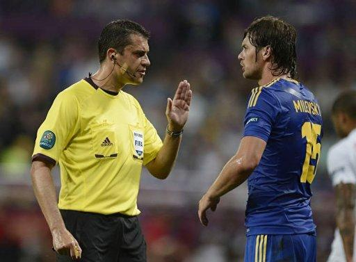 Hungarian referee Viktor Kassai gestures to Ukrainian forward Artem Milevskiy during the match