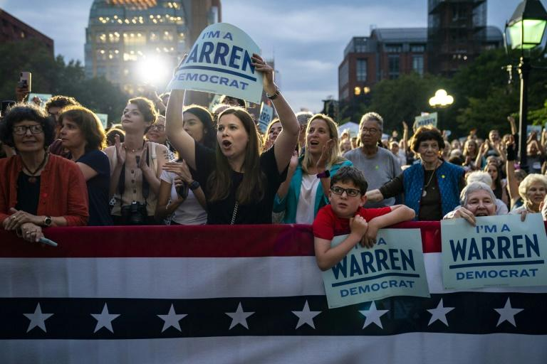 Supporters cheer for 2020 Democratic presidential candidate Elizabeth Warren as she takes the stage for a rally in Washington Square Park in New York City (AFP Photo/Drew Angerer)