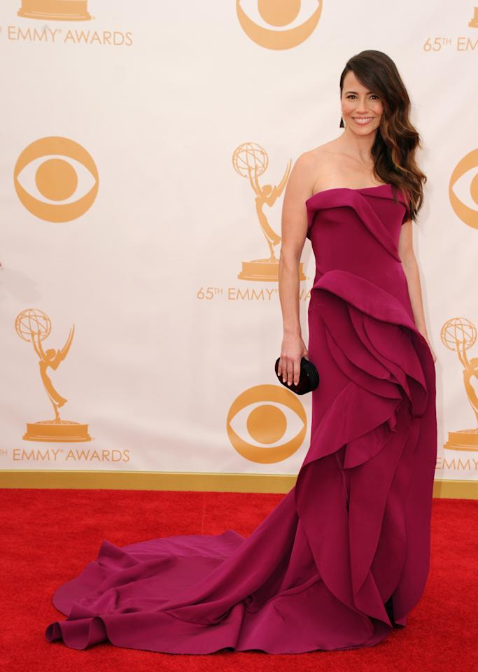 """<div class=""""caption-credit""""> Photo by: Getty Images</div><div class=""""caption-title""""></div><b>Best: Linda Cardellini</b> <br> The """"Mad Men"""" star has come a long way since """"Freaks and Geeks."""" Her stunning magenta silk crepe Donna Karan gown is perhaps the best dress of the night. <br>"""