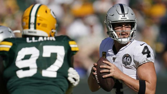 Derek Carr goes untouched all afternoon in guard Gabe Jackson's return