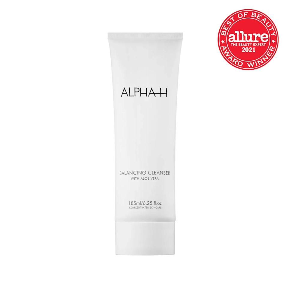 The generous dose of aloe (a hero humectant) in <strong>Alpha-H Balancing Cleanser</strong> melts into skin and locks moisture in place.