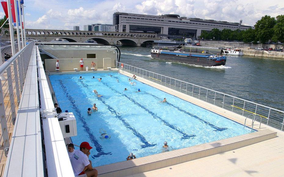 Absurdly scenic floating pools to add to your 39 to swim 39 list for Sauna piscine paris