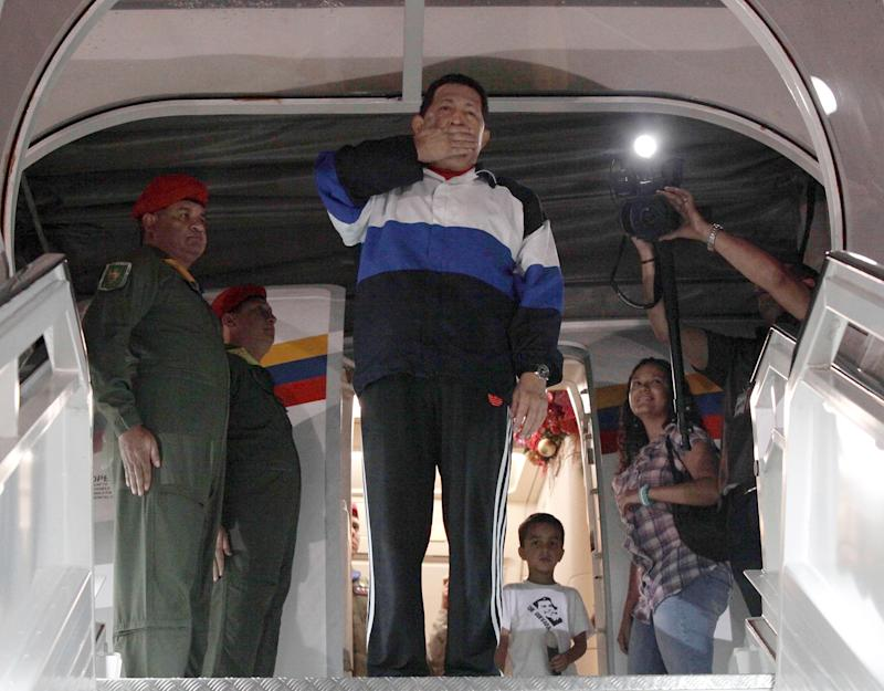 In this photo released by Miraflores Press Office, Venezuela's President Hugo Chavez, center,  blows a goodbye kiss prior to boarding his plane at the Simon Bolivar International airport in Maiquetia near Caracas, Venezuela, Monday, Dec 10, 2012.  For the first time, Chavez has designated a political heir, who said that if he suffers complications, Vice President Nicolas Maduro should be elected as Venezuela's leader to continue his socialist movement. (AP Photo/Miraflores Press Office, Marcelo Garcia)