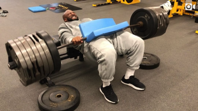 "<a class=""link rapid-noclick-resp"" href=""/nfl/players/6314/"" data-ylk=""slk:James Harrison"">James Harrison</a> did hip thrusts with almost 700 pounds. (Instagram/jhharrison92)"