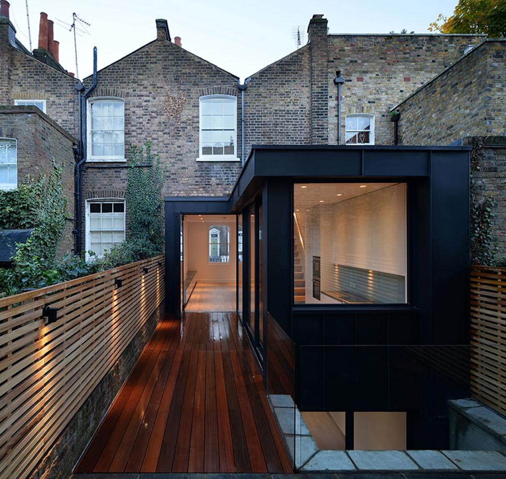 <p>Some people prefer their extensions to be of the same style and build as their existing house, whereas others desire for the former to stand out – this is clearly such an example, with the extension enjoying a sleek and modern look which contrasts just so strikingly with the house's traditional and brick-clad charm.</p>  Credits: homify / Ciarcelluti Mathers Architecture
