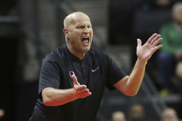 Oregon coach Kelly Graves calls to his team during the first quarter of an NCAA college basketball game against Arizona in Eugene, Ore., Friday, Feb. 7, 2020. (AP Photo/Chris Pietsch)