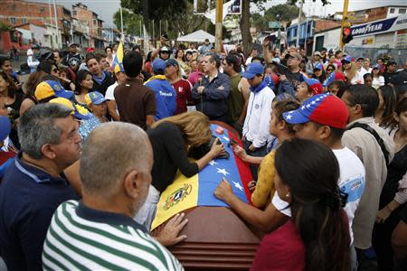 Relatives and mourners stand around the coffin of Jimmy Vargas, a student who died in a a protest, during his funeral in San Cristobal, about 410 miles (660 km) southwest of Caracas, February 26, 2014. REUTERS/Carlos Garcia Rawlins