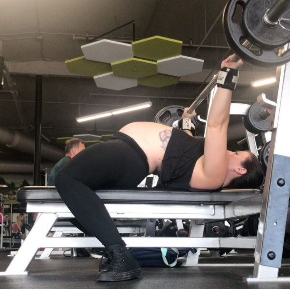 Sarah even competed in powerlifting competitions earlier in her pregnancy. Photo: Instagram