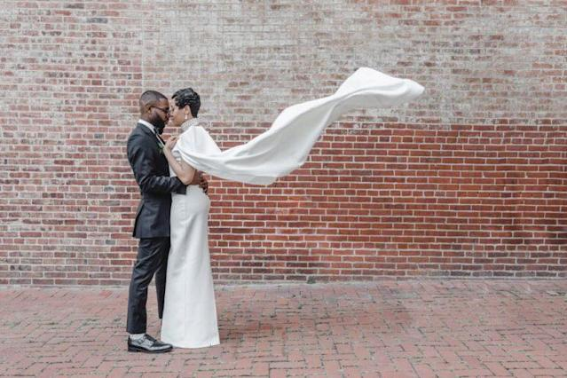 """Bride Bria Shelton was determined to re-create Solange Knowles's wedding style. (Photo: <a href=""""https://aaronricketts.com/"""" rel=""""nofollow noopener"""" target=""""_blank"""" data-ylk=""""slk:Aaron Ricketts"""" class=""""link rapid-noclick-resp"""">Aaron Ricketts</a>)"""