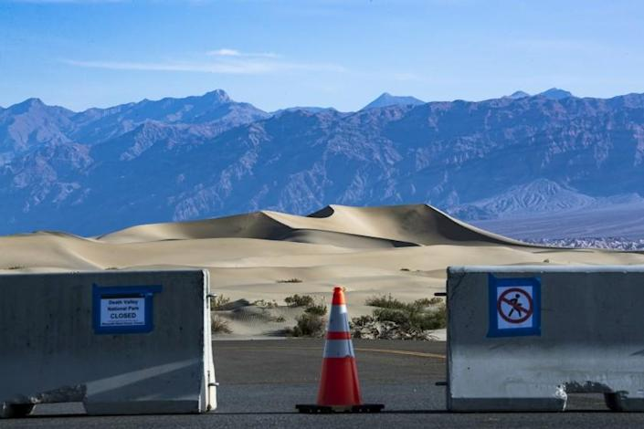 """Mesquite Dunes in Death Valley National Park, closed because of the coronavirus. <span class=""""copyright"""">(Brian van der Brug / Los Angeles Times)</span>"""